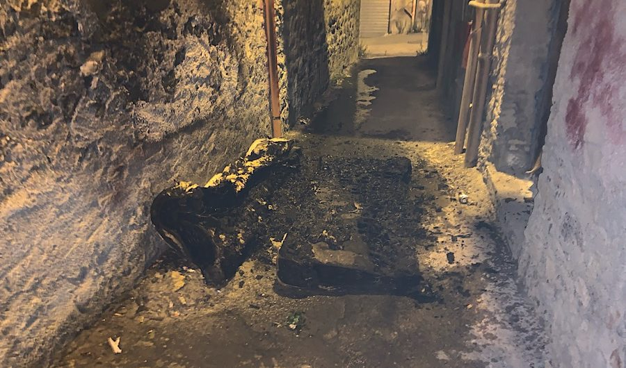 Santa Maria di Licodia. In fiamme materassi in via Verdi