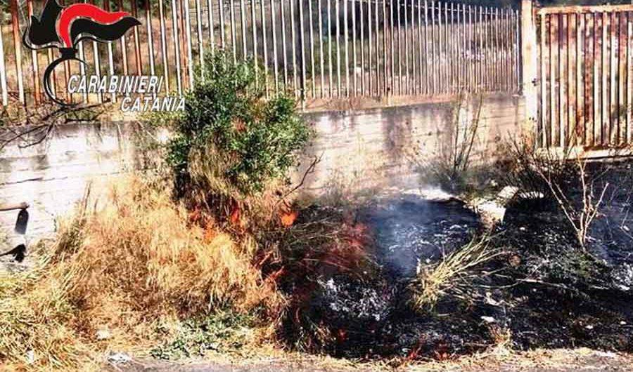 Adrano. Appicca un incendio, arrestato in flagranza dai Carabinieri