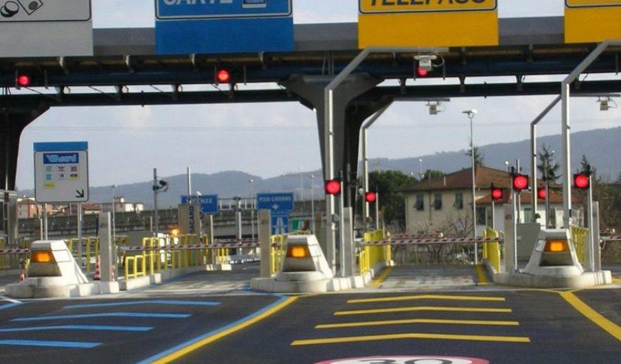 A18. Polstrada multa i furbetti che occupavano ingiustamente la corsia Telepass