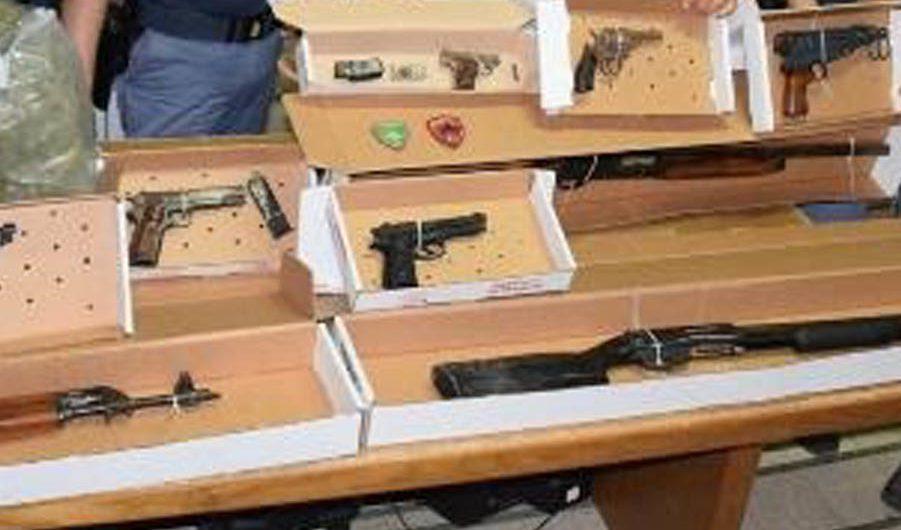 Catania. Arsenale di armi e droga scoperti a San Giovanni Galermo