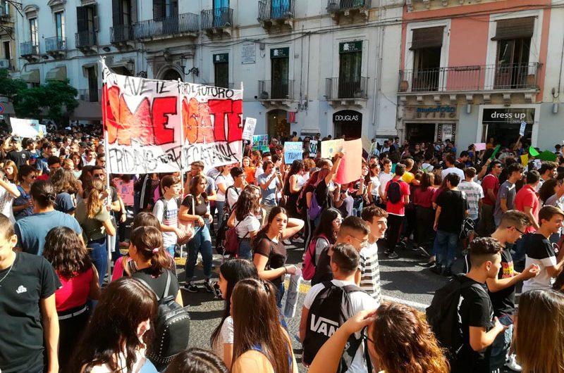 Catania. Quindicimila in piazza per il clima al grido di «Come osate»