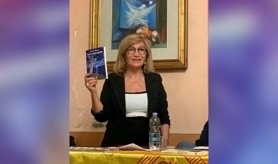 """Biancavilla. Presentato """"Sicilia terra d'amore"""" di Carmen Toscano"""