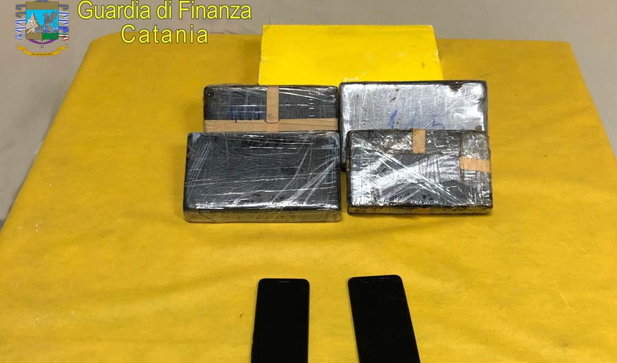 """Catania. Quattro chili di cocaina in auto, arrestati due """"corrieri"""" percettori del reddito di cittadinanza"""