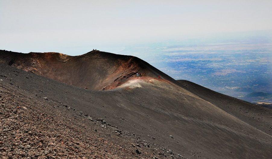 Etna. Ritrovati i due turisti dispersi nei pressi di Monte Nero