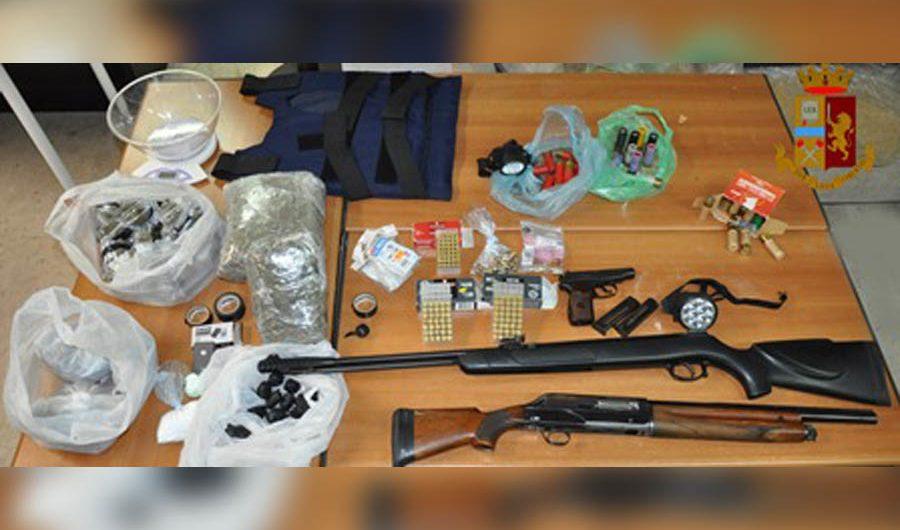 Adrano. Fucile a canne mozze, armi e droga in garage, arrestato 34enne