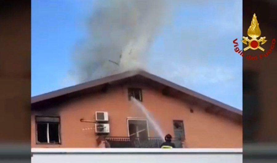 Motta Sant'Anastasia. Grave incendio in abitazione. 3 persone ferite di cui una grave