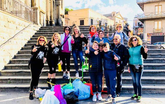 """Biancavilla. Il gruppo di cittadini """"Team Green"""" ripulirà ogni domenica una parte della città"""