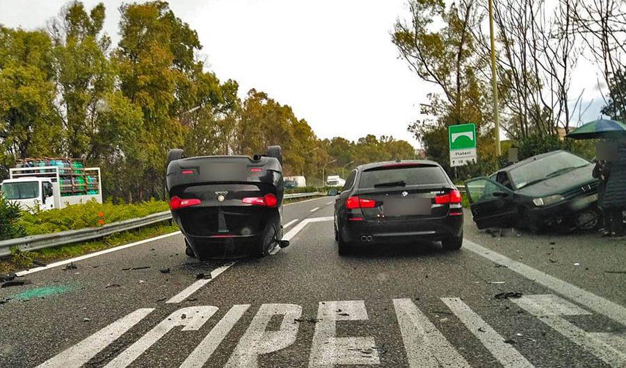 Acireale, drammatico incidente sulla Catania-Messina