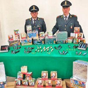 """Catania. Botti illegali, una denuncia. Consegnava le """"bombe di Capodanno"""" con le figlie in auto"""