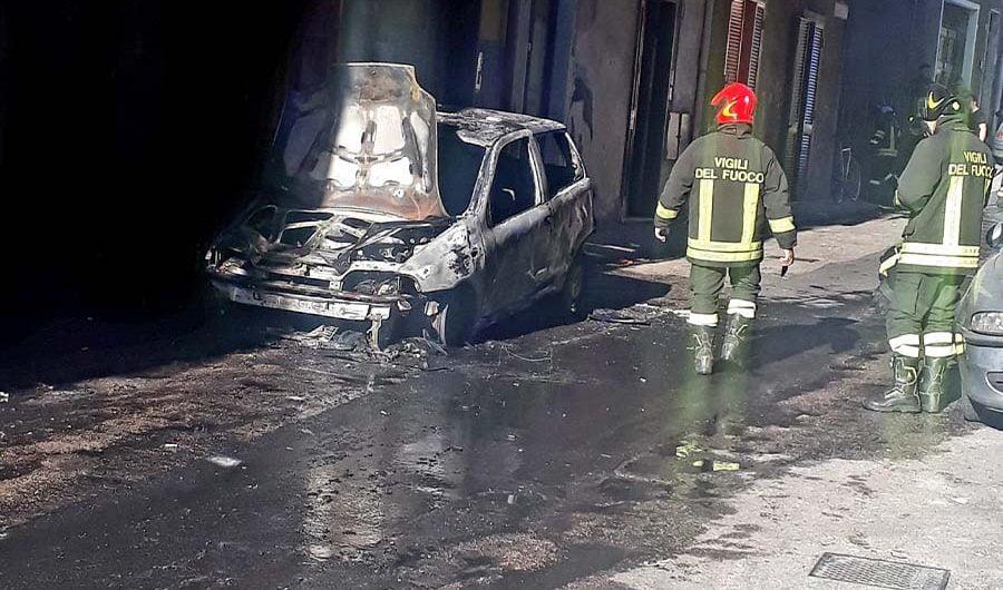 Paternò. Auto in fiamme in via Napoli