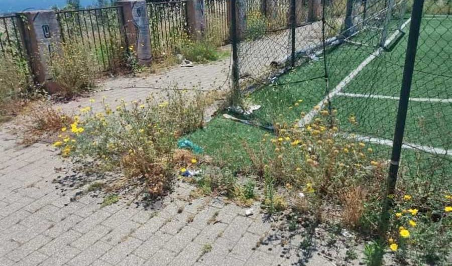 Aci Catena. Volontari puliscono il quartiere Cubisia, ma per il sindaco è «azione non autorizzata»