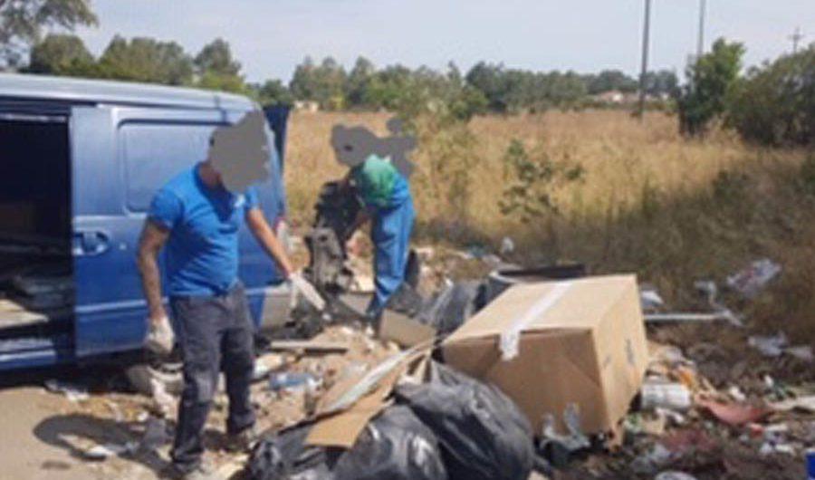 Oasi Simeto. Incivili abbandonano materiale edile: 4 denunce