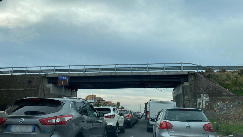 Ss121. Ripristino del guardrail causa disagi agli automobilisti