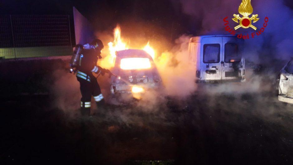 Paternò. Nella notte 4 automobili in fiamme all'interno di un condominio