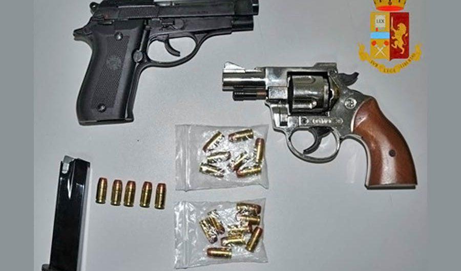 Adrano. Armi e cartucce in casa, arrestato 30enne